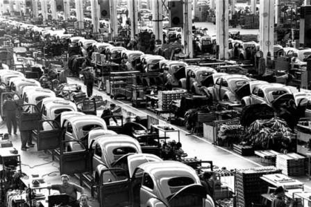 Конвейер завода Фольксваген в Вольфсбурге