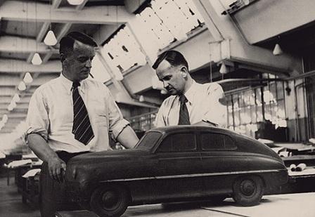 Липгарт и Кирилов возле макета ГАЗ М20 Победа