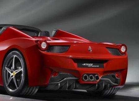 Ferrari 458 Spider вид сзади