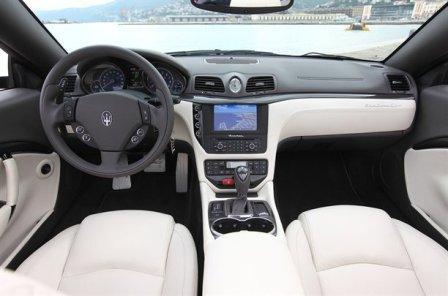 Водительское место Maserati GranCabrio Sport