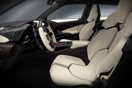 Водительское кресло Lamborghini Urus