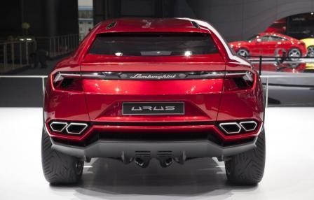 Lamborghini Urus вид сзади