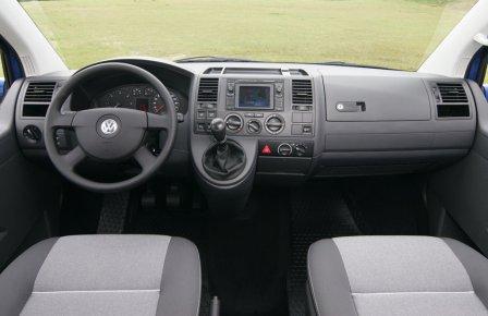 Водительское место микроавтобуса Volkswagen Multivan