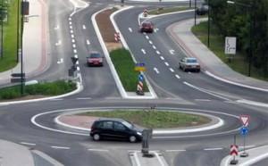 Проезд перекрестка с круговым движением