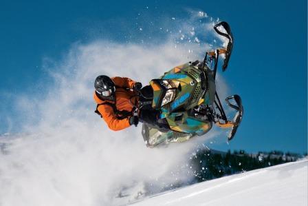 Трюк на снегоходе