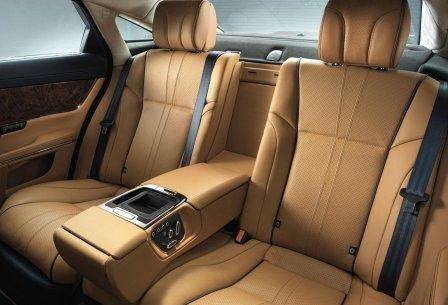 Задние кресла Jaguar XJ 2013 года