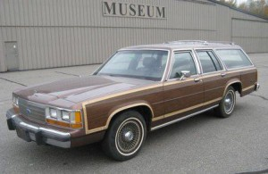Ретро автомобиль Ford LTD Crown Victoria Country Squire