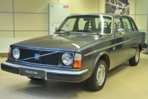 Ретро авто Volvo 244