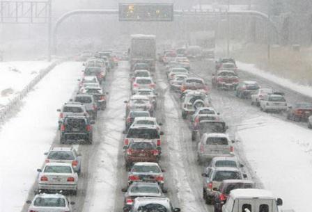 Первый снег вызвал транспортный коллапс