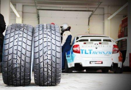 Гоночные шины в автогонке
