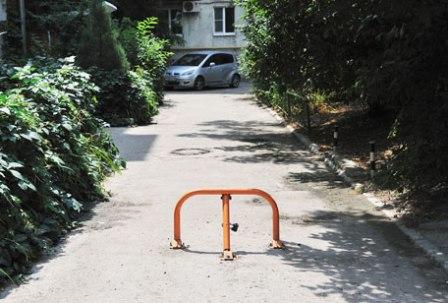 Проезд по двору закрыт