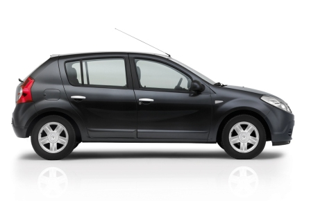 Renault Sandero вид сбоку