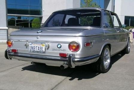 Ретро автомобиль BMW 2002