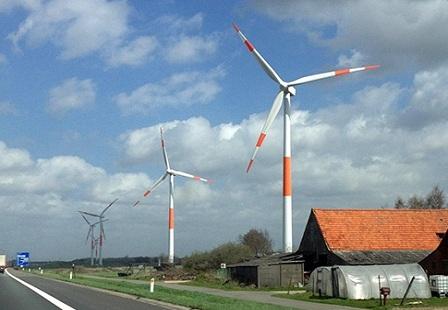 Ветряки вдоль умной дороги