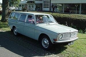 Ретро автомобил Volvo 145