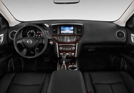 Салон гибридного Nissan Pathfinder 2014