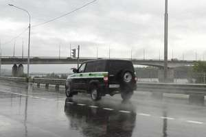 Что делать если колеса попал в мокрую колею