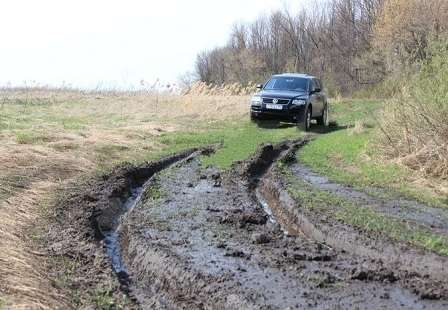 Грязная дорога в межсезонье