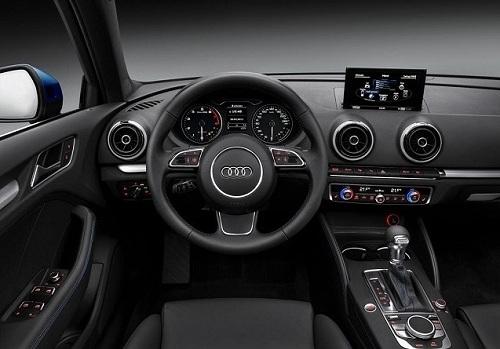 Интерьер Audi Q3 2015 года