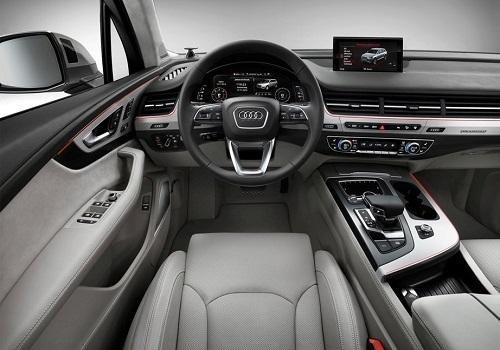 Салон Audi Q7 2015 года