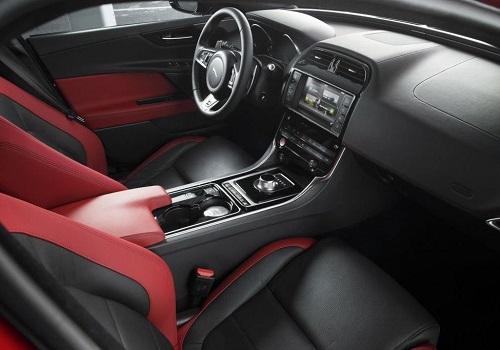 Салон Jaguar XE 2015