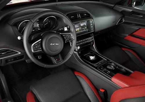 Салон Jaguar XE S