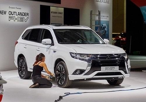 Mitsubishi Outlander PHEV Concept на автосалоне во Франкфурте 2015