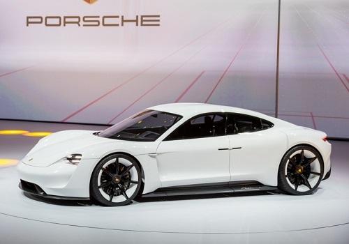 Porsche Mission E на автосалоне во Франкфурте 2015
