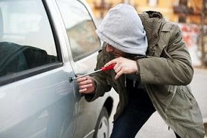 Кто возместит ущерб за угон автомобиля