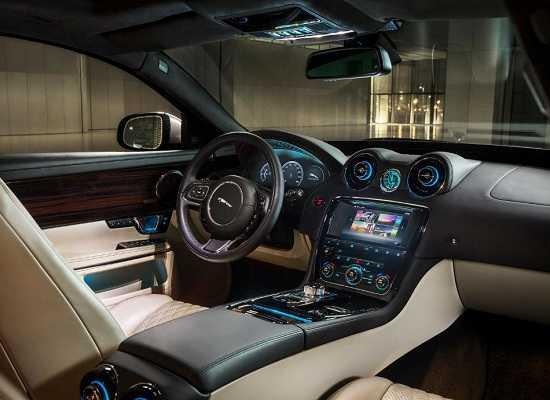 Салон Jaguar XJ 2016 года