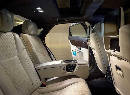 Салон Jaguar XJ 2016 задний ряд