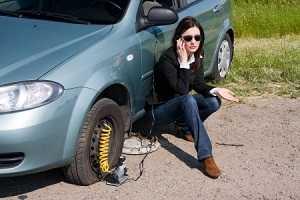 Как устранить прокол колеса на дороге