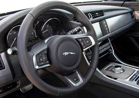 Салон Jaguar XF 2016 года