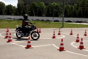 nachinayushhij motociklist