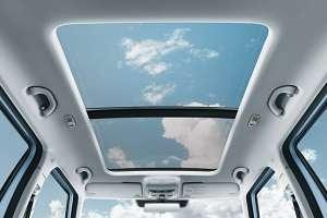panoramnyj lyuk na kryshe avtomobilya