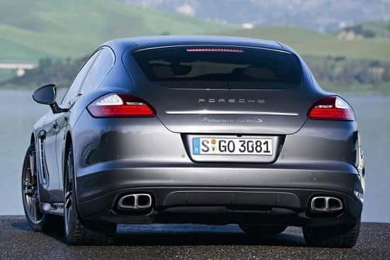Фастбек Porsche Panamera Turbo S
