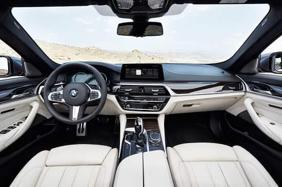 Салон BMW 5 Series 2017 года