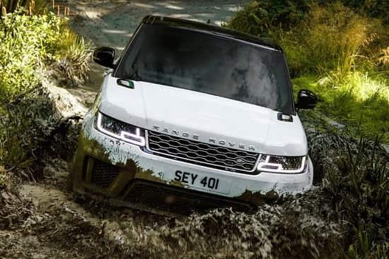 Внедорожник Range Rover Sport 2018 года