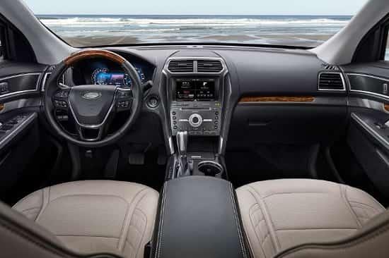 Салон Ford Explorer 2018 года-min