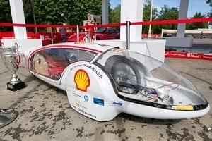 Трехколесный автомобиль на 1 литре бензина проехал 240 километров