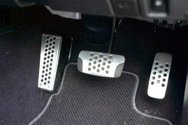 Педали автомобиля