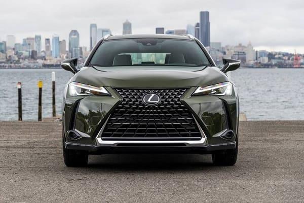 Lexus UX 200 2020 года
