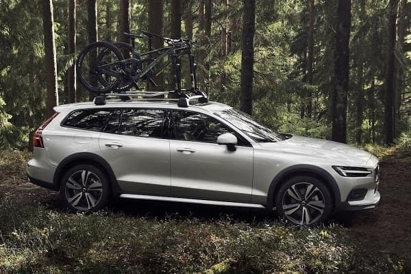 Универсал Volvo V60 Cross Country 2019 года