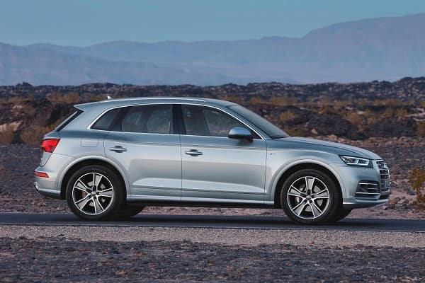 Кроссовер Audi Q5 2019 года