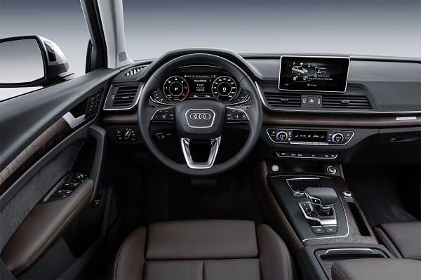 Салон Audi Q5 2019 года