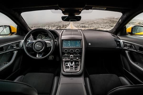 Салон Jaguar F-Type 2020 года