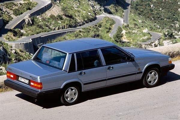 Седан Volvo 740