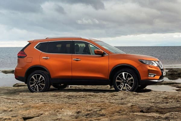 Кроссовер Nissan X-Trail 2020 года