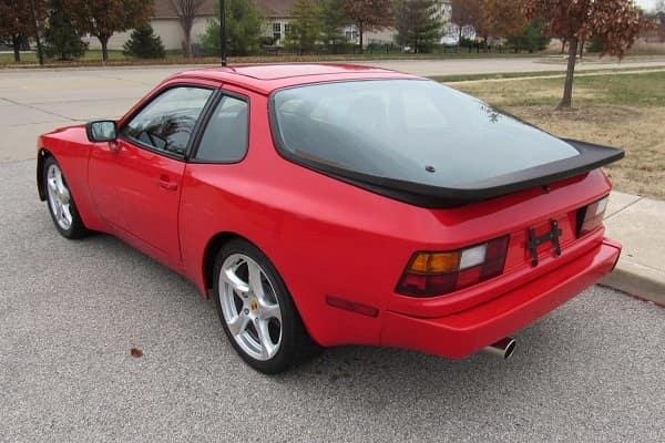 Купе Porsche 944 1984 года