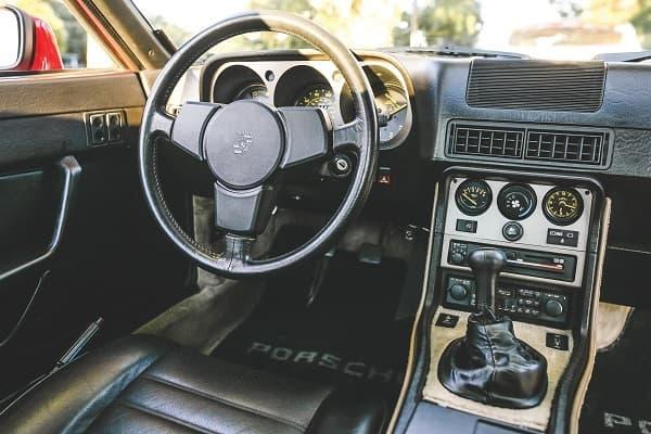 Салон Porsche 944 1984 года